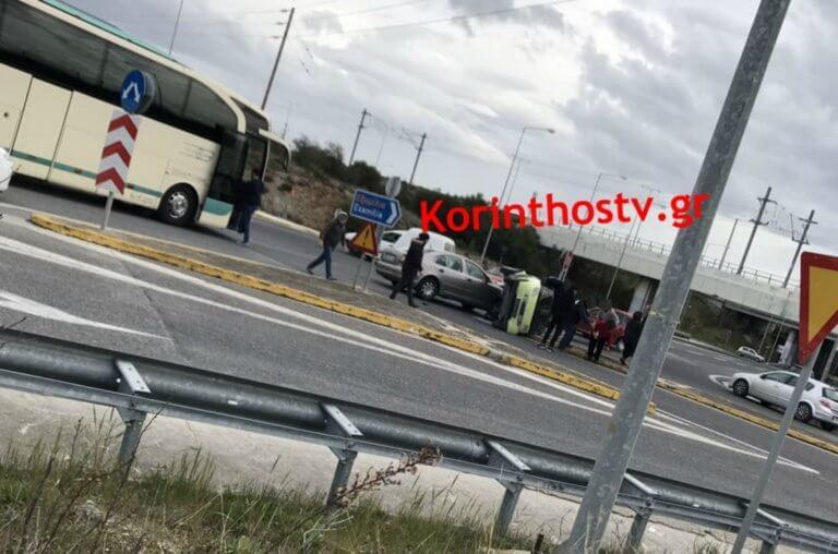 Κόρινθος: Τούμπαρε το αυτοκίνητό της μετά το τροχαίο – Στο νοσοκομείο η γυναίκα [pics]