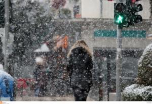 Καιρός: Όλα άσπρα! Χιόνια, κλειστοί δρόμοι και πολικές θερμοκρασίες σε όλη τη χώρα