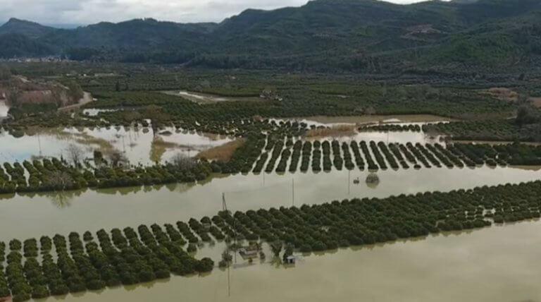 Καιρός: Πλημμύρες, κατολισθήσεις και εκκενώσεις σπιτιών στην Ηλεία – Βυθισμένοι στις λάσπες και την απελπισία! | Newsit.gr
