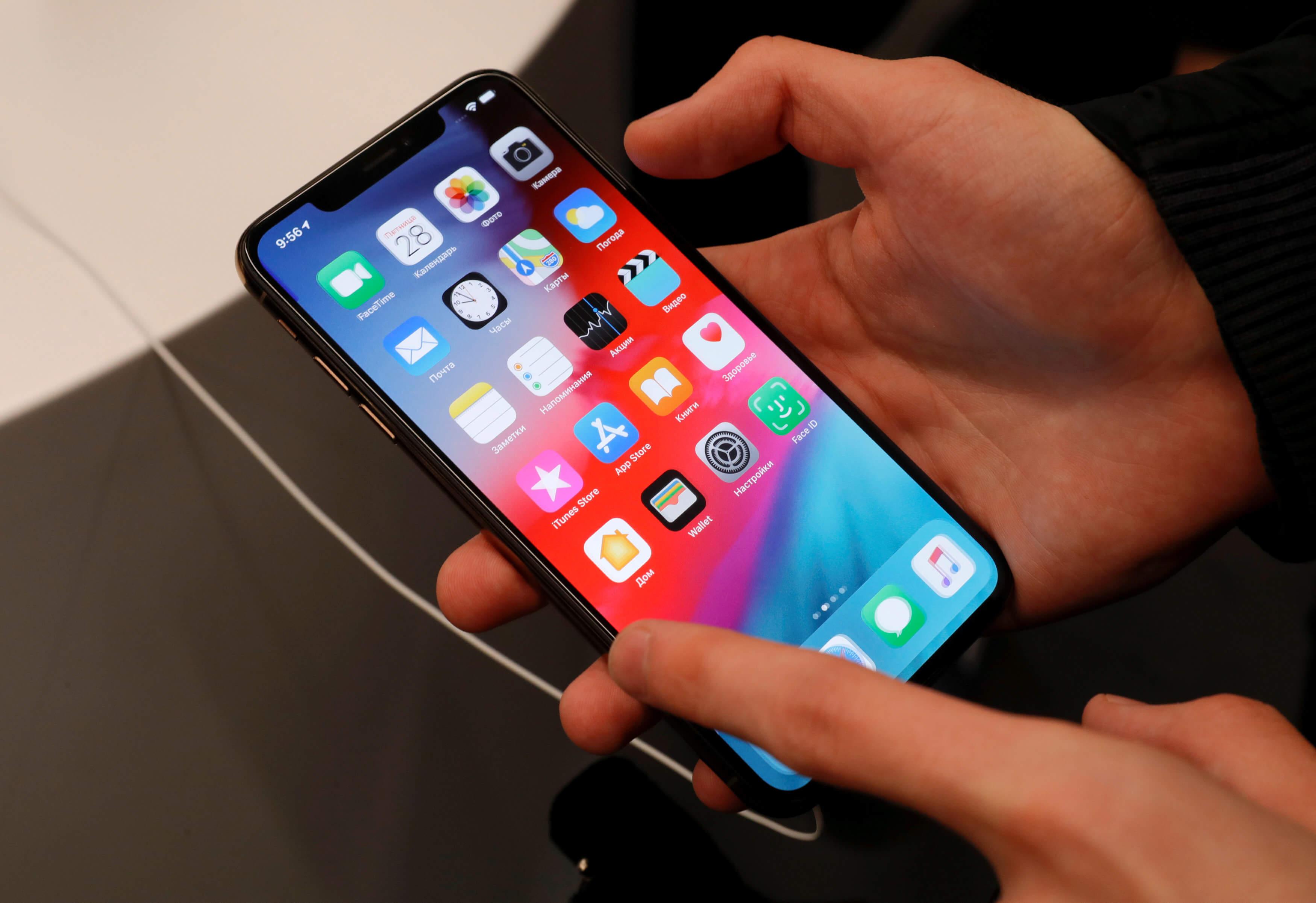 """Συναγερμός στην Apple: """"Τρέχει"""" να διορθώσει λάθος στο FaceTime για να… μην κρυφακούν οι χρήστες των iPhone"""