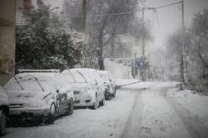 Καιρός: Χιόνια, βροχές και πτώση της θερμοκρασίας