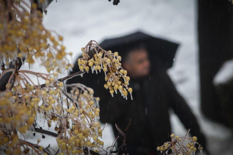 Καιρός: Λίγα χιόνια, καταιγίδες, κρύο κι από αύριο… σκόνη | Newsit.gr