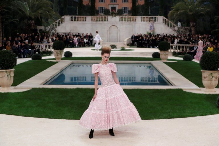 Μυστήριο! Απών ο Καρλ Λάγκερφλεντ από τα ντεφιλέ υψηλής ραπτικής της Chanel στο Παρίσι! [pics]   Newsit.gr