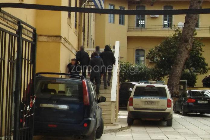 Χανιά: Απολογείται στον ανακριτή ο καθηγητής που κατηγορείται για ασέλγεια σε μαθήτριές του!   Newsit.gr