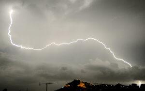 Καιρός: Βροχές και καταιγίδες παντού – Που θα χτυπήσει η κακοκαιρία