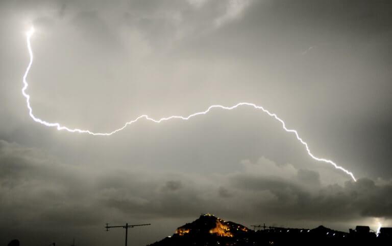 Καιρός: Βροχές και καταιγίδες παντού – Που θα χτυπήσει η κακοκαιρία | Newsit.gr