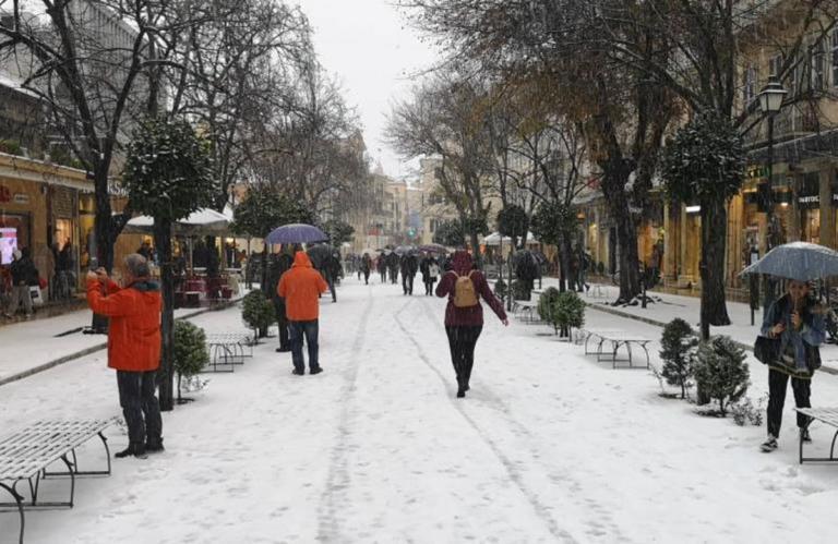 Καιρός – Κέρκυρα: Χιόνισε μέσα στην πόλη μετά από 13 χρόνια! Video