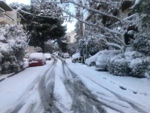 """Καιρός: Στα """"λευκά"""" όλη η Αττική! Που χιονίζει"""