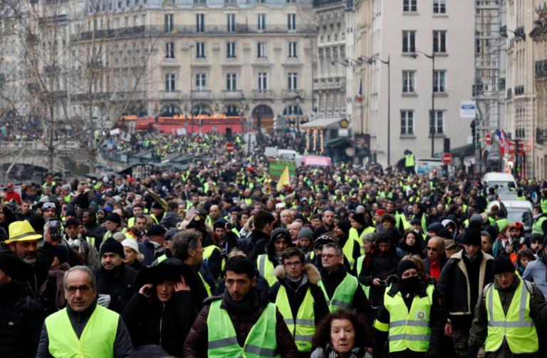 """Κόντρα ανάμεσα σε Ιταλία και Γαλλία για τα """"κίτρινα γιλέκα"""""""