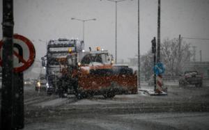 Προσοχή στους δρόμους: Που χιονίζει τώρα, ποιοί δρόμοι είναι κλειστοί – Συνεχής ενημέρωση
