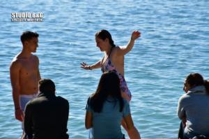 Κοπή πίτας με βουτιές στο Ναύπλιο! – video