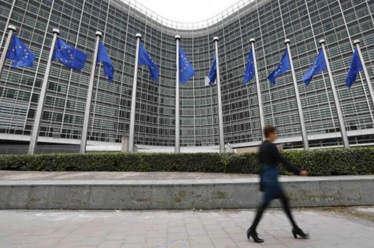 Οι Βρυξέλλες ετοιμάζονται να ελέγξουν την Ιταλία για το μεγάλο χρέος