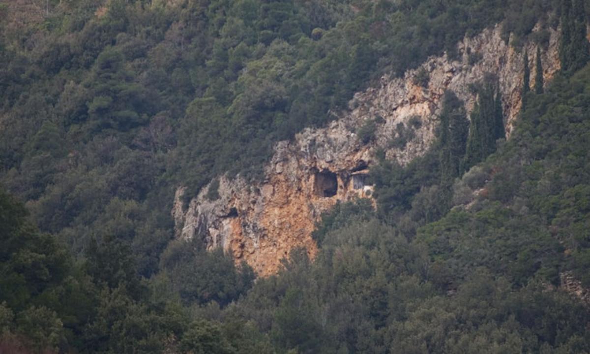 Θαυμάστε το εκπληκτικό σπήλαιο του Οσίου Κοσμά του Ζωγραφίτη