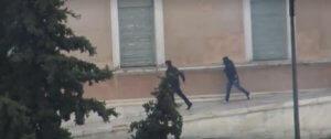 Γεροβασίλη: Αστυνομικοί οι κουκουλοφόροι στο περιστύλιο της Βουλής! [video]