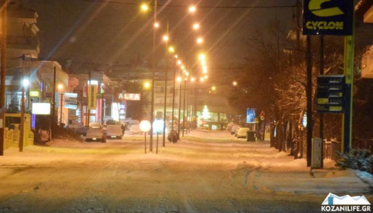 Σε παγοδρόμιο έχουν μετατραπεί οι δρόμοι στην Κοζάνη – video