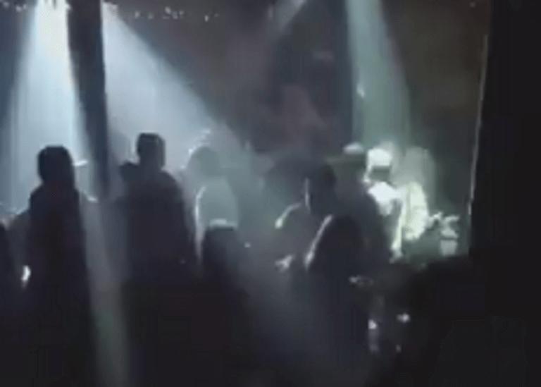 Κοζάνη: Λικνίζονται σε μπαρ στους ρυθμούς του «μην παραχαράσσετε την ιστορία η Μακεδονία είναι μία» – video | Newsit.gr