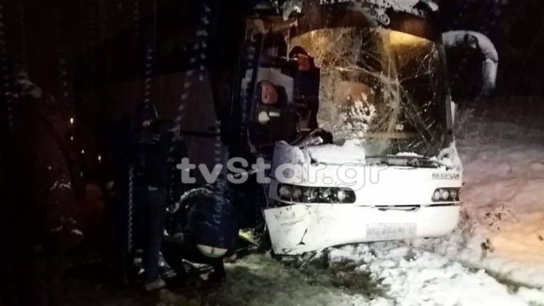 Λεωφορείο του ΚΤΕΛ συγκρούστηκε με εκχιονιστικό! [pics]