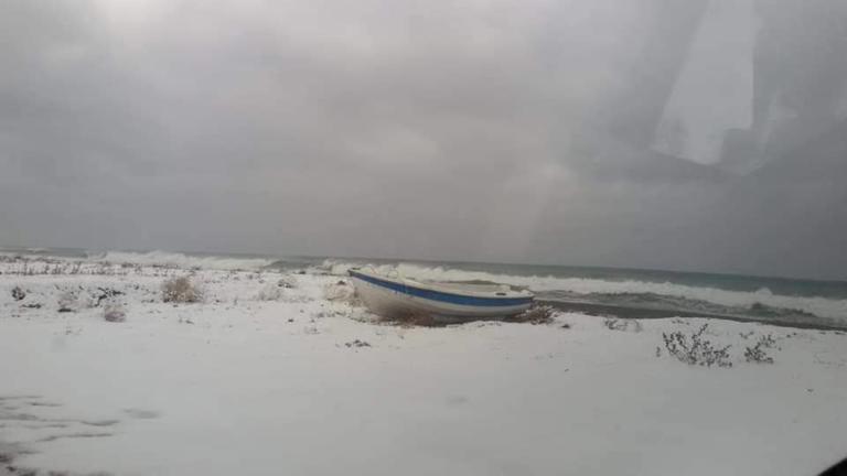 Λάρισα: Το έστρωσε και στην παραλία! video, pics