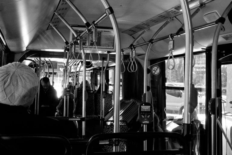 Τρόμος για οδηγό λεωφορείου – Οι πέντε άνδρες δεν ήταν επιβάτες