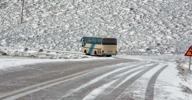 Λάρισα: Λεωφορείο με μαθητές έφυγε από τον δρόμο – Πανικός στα Φάρσαλα λόγω παγετού! | Newsit.gr