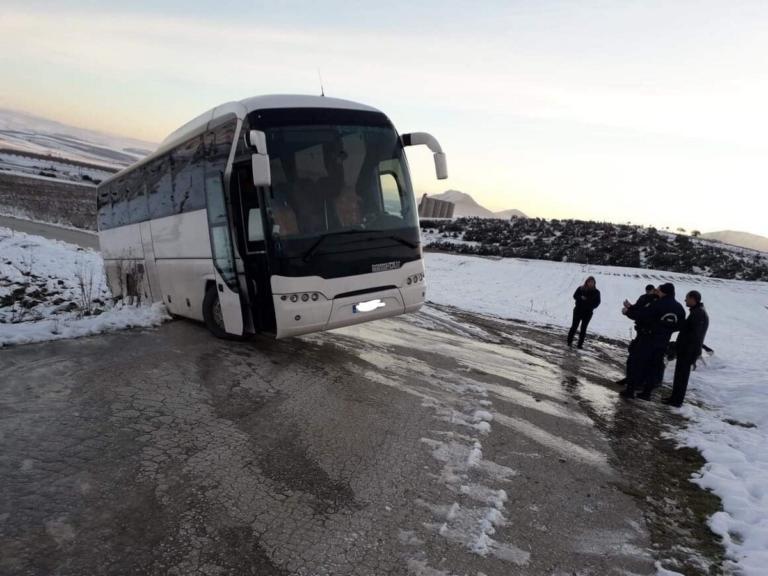 Φάρσαλα: Η εικόνα μετά τη λαχτάρα των μαθητών – Εδώ σταμάτησε το λεωφορείο που τους πήγαινε σχολείο [pic] | Newsit.gr