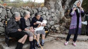 Τσίπρας και Μητσοτάκης αποχαιρετούν τη γιαγιά Μαρίτσα