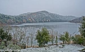 Μαγεία! Κάτασπρη η Λίμνη Ζηρού και ο ποταμός Λούρος – video