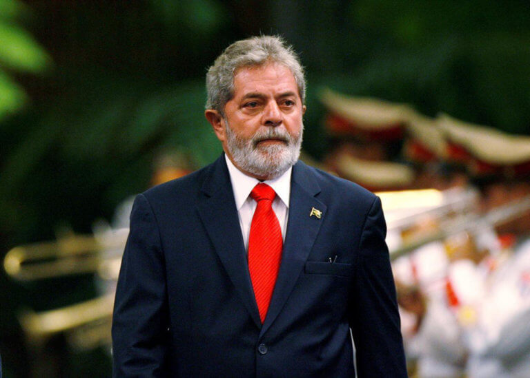 Βραζιλία: Θρήνος για τον Λούλα – Καθυστέρησε να πάρει άδεια από την φυλακή και δεν ήταν στην κηδεία του αδερφού του