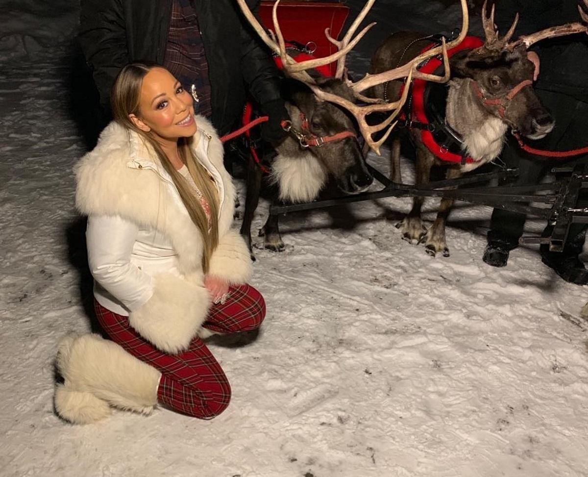 Mariah Carey: Ποζάρει μέσα στο χειμώνα με μικροσκοπικό μπικίνι και πανάκριβα κοσμήματα! [pics]