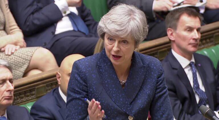 «Σκοτώθηκαν» Μέι – Κόρμπιν στο κοινοβούλιο για το Brexit!