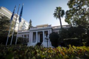 Ειρωνικά σχόλια συνεργάτη του Τσίπρα για το ενδεχόμενο πρότασης μομφής από τη ΝΔ