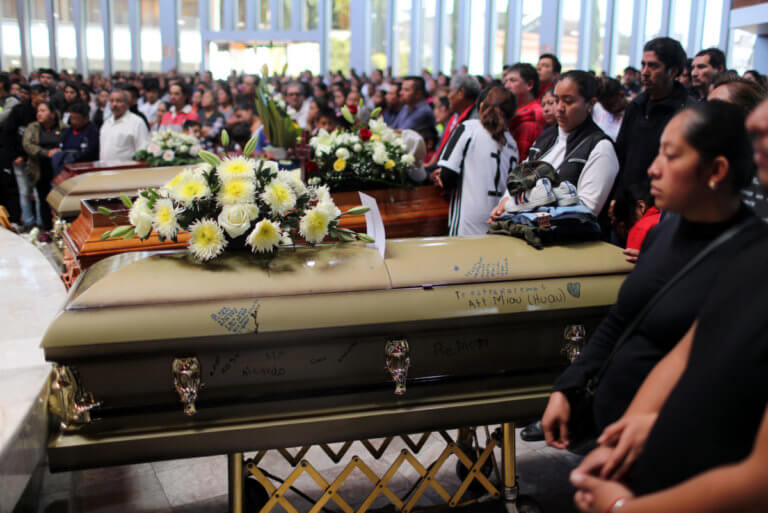 Θρήνος στο Μεξικό: 94 νεκροί από έκρηξη σε πετρελαιαγωγό | Newsit.gr