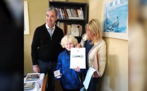 Μονεμβασιά: Ο μικρός Thomas διαφημίζει τον φιλοζωικό στην Ολλανδία