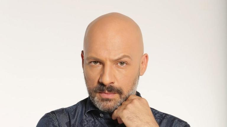 Aγνώριστος ο Νίκος Μουτσινάς με μαλλιά 20 χρόνια πριν! | Newsit.gr