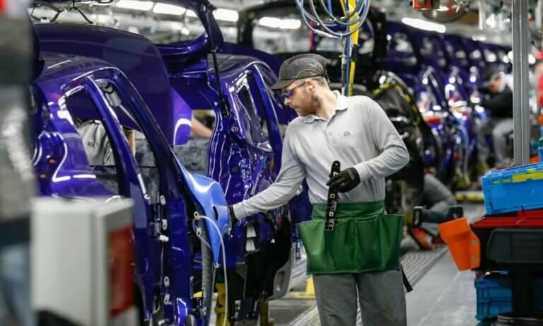 Πτώση 50% των επενδύσεων στη βρετανική αυτοκινητοβιομηχανία λόγω Brexit