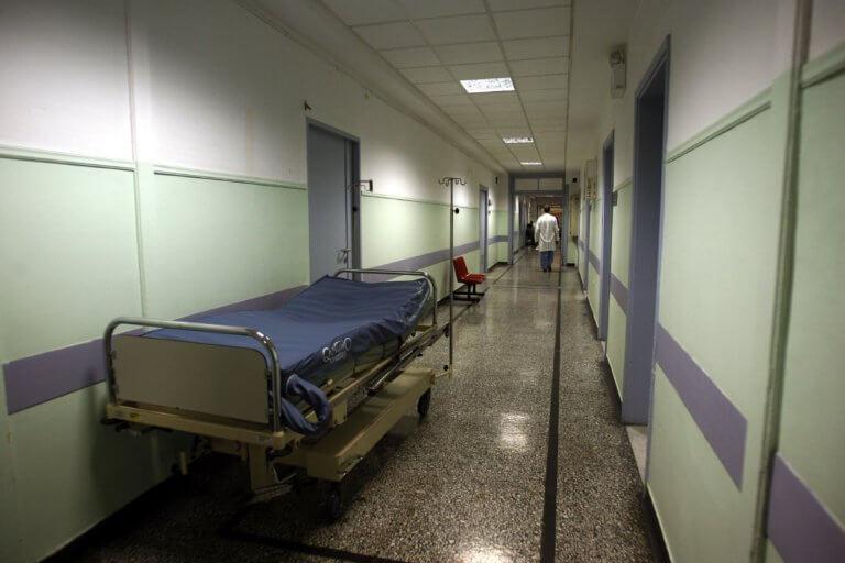 Γρίπη: Το θαύμα της ζωής! Γέννησε το μωρό της ενώ νοσηλεύεται στην εντατική | Newsit.gr