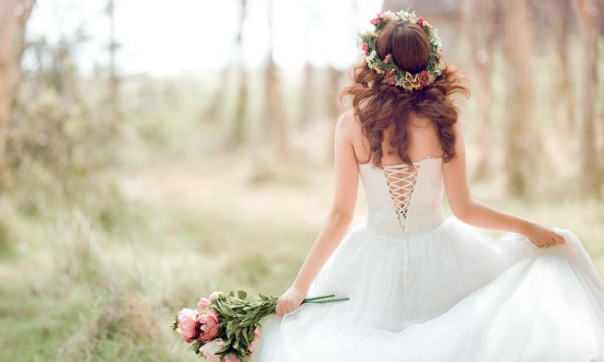 Γιατί η νύφη «στήνει» τον γαμπρό στην Εκκλησία;