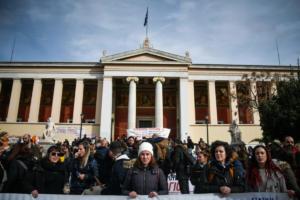 Απεργία και συγκέντρωση στα Προπύλαια από τους εκπαιδευτικούς