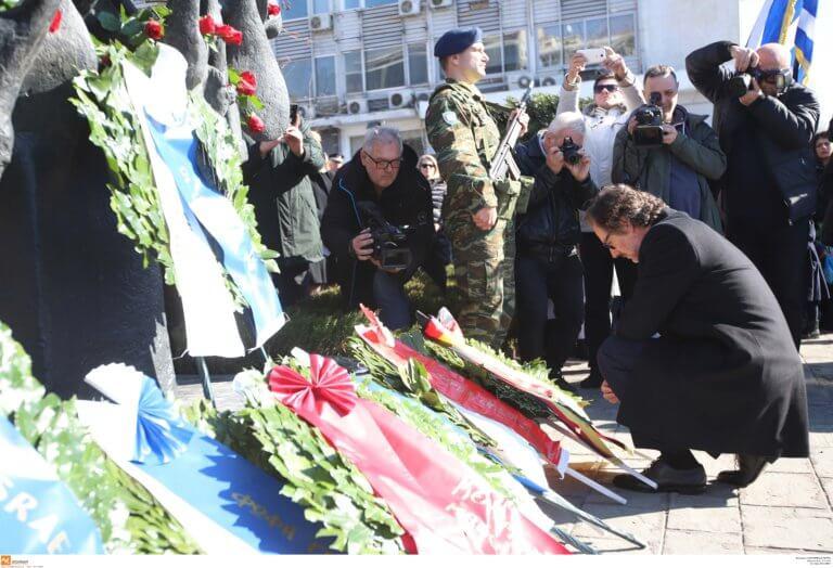 Θεσσαλονίκη: Γονάτισε ο Γερμανός πρέσβης στο μνημείο του Ολοκαυτώματος και συγκίνησε με την ομιλία του!   Newsit.gr