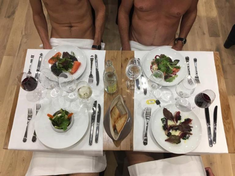 Ντυθείτε! Κλείνει το μοναδικό εστιατόριο γυμνιστών στο Παρίσι! [pics]