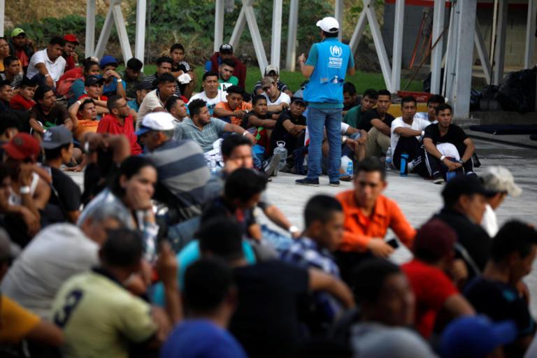 Μεξικό: Περνά τα σύνορα το καραβάνι με τους χιλιάδες μετανάστες από την Ονδούρα