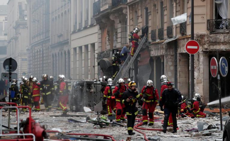 Ένας αγνοούμενος μετά την ισχυρή έκρηξη σε φούρνο, στο κέντρο του Παρισιού [pics]