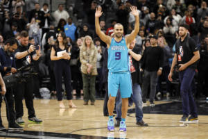 NBA: «Λύγισε» κι ο… Πόποβιτς στην επιστροφή του Πάρκερ! – videos