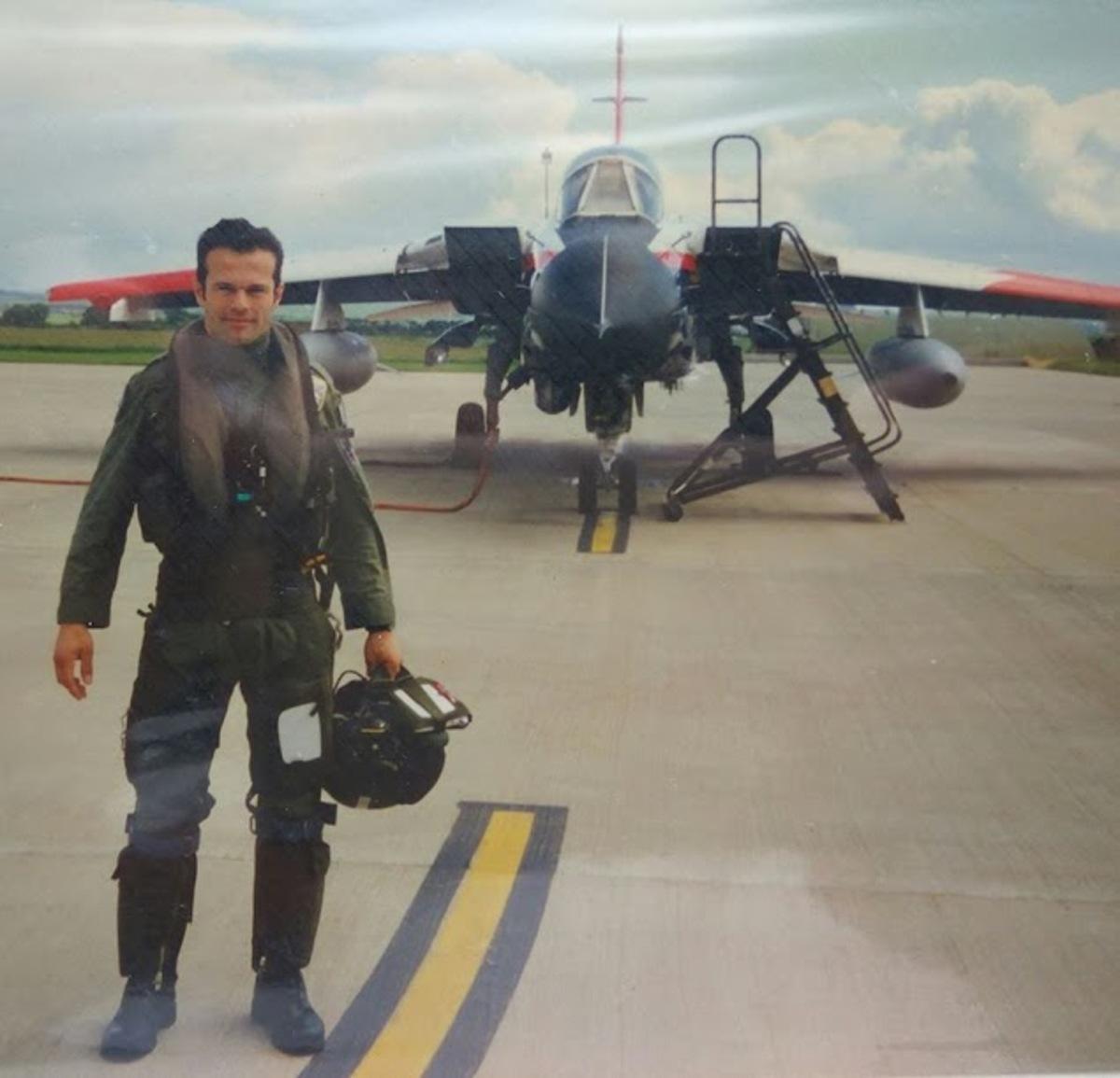 pilotos 104 - Μεσολόγγι: Αυτός είναι ο πιλότος του αεροσκάφους που κατέπεσε – Άκαρπες οι έρευνες