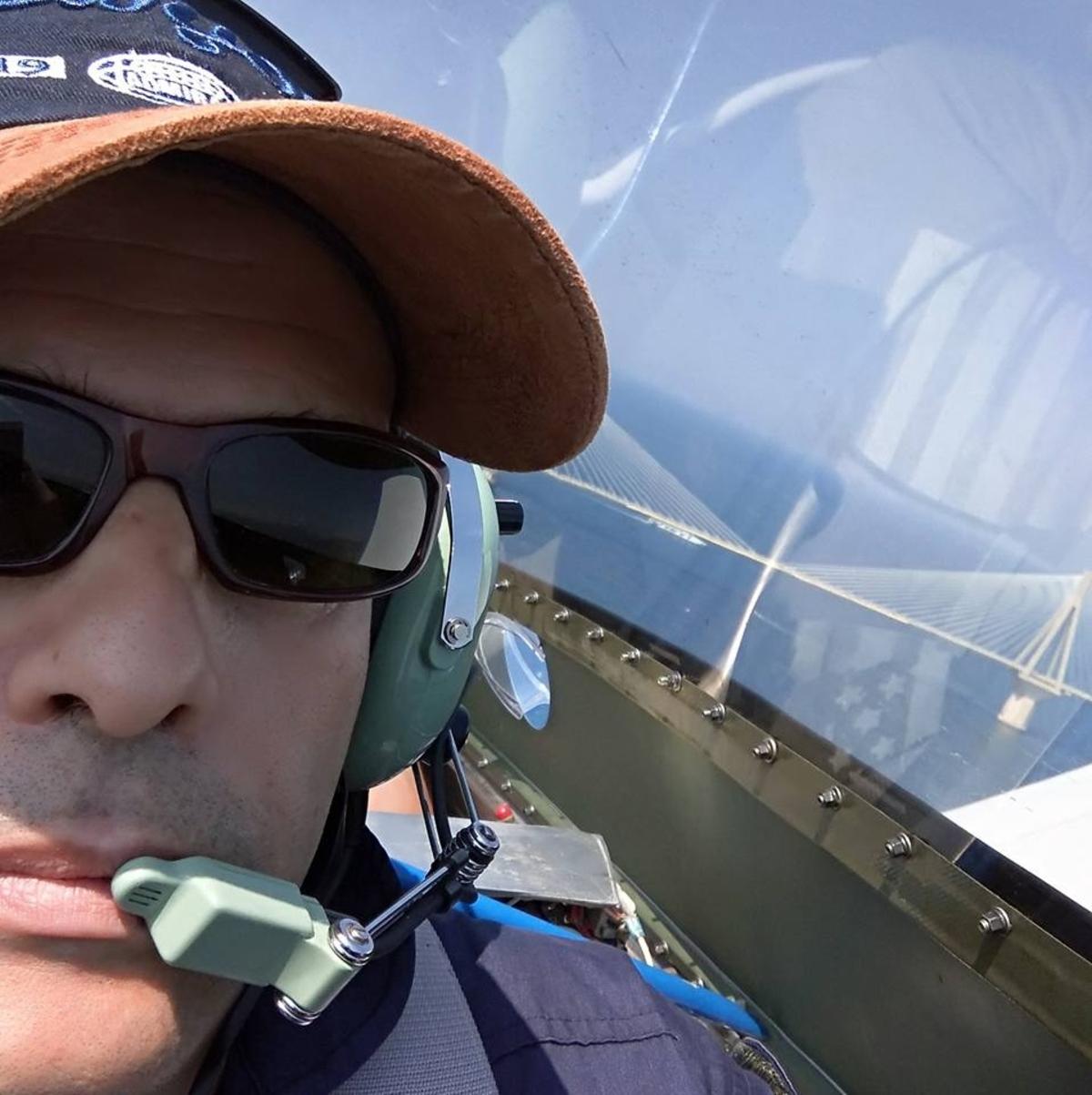 pilotos 105 - Μεσολόγγι: Αυτός είναι ο πιλότος του αεροσκάφους που κατέπεσε – Άκαρπες οι έρευνες