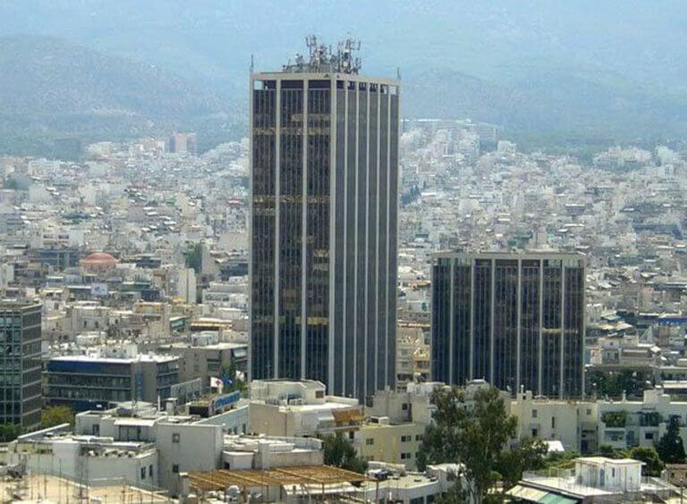 Άνδρας πήδηξε από την ταράτσα του πύργου των Αθηνών! | Newsit.gr