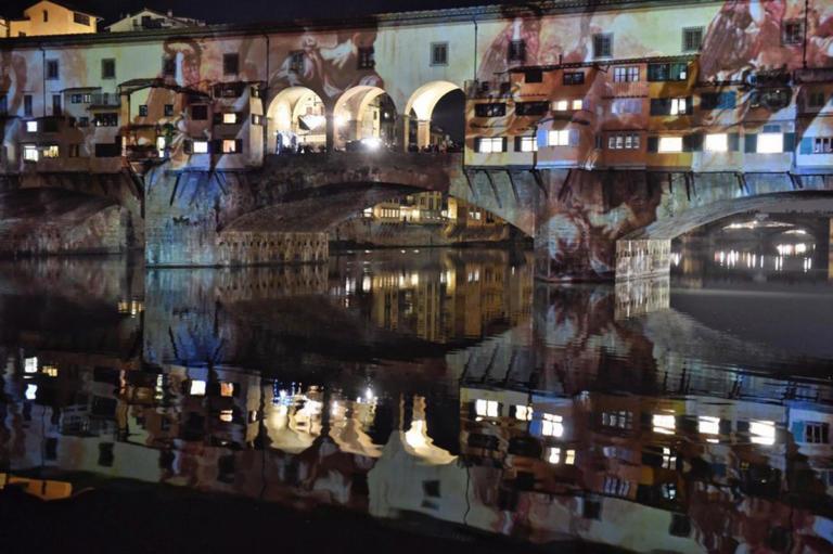 Φλωρεντία: Έπιασαν ανήλικη Ελληνίδα για βανδαλισμό στη Ponte Vecchio | Newsit.gr