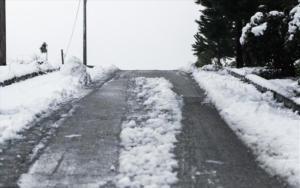 """Καιρός: """"Παγώνουν"""" τα πάντα – Διακοπή της κυκλοφορίας στο Πόρτο Γερμενό"""