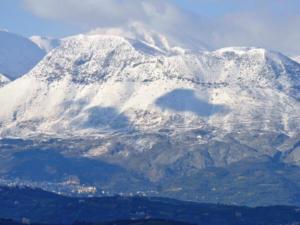 Καιρός: Στο ένα μέτρο το χιόνι στα Λευκά Όρη της Κρήτης
