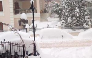 Καιρός: Τα αυτοκίνητα θάφτηκαν στο χιόνι στα Γρεβενά – video